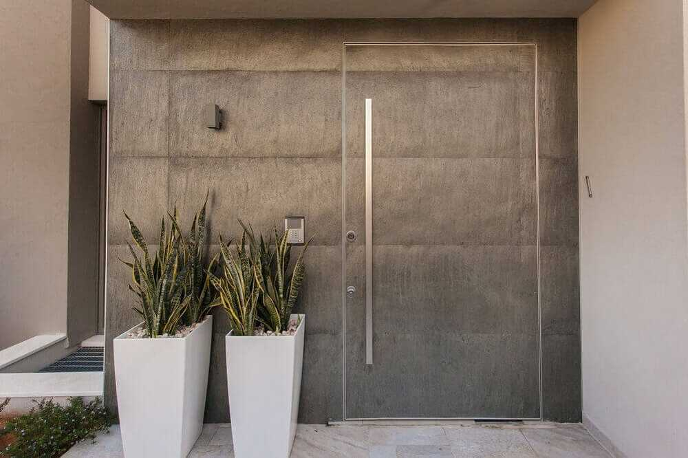 חיפוי קירות מחומרי גלם שונים