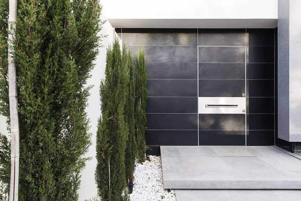 הייחודיות בדלתות כניסה מעוצבות