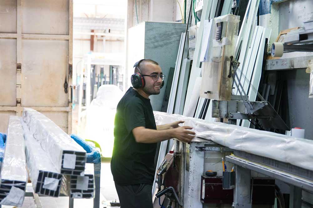 במפעל אפרטו