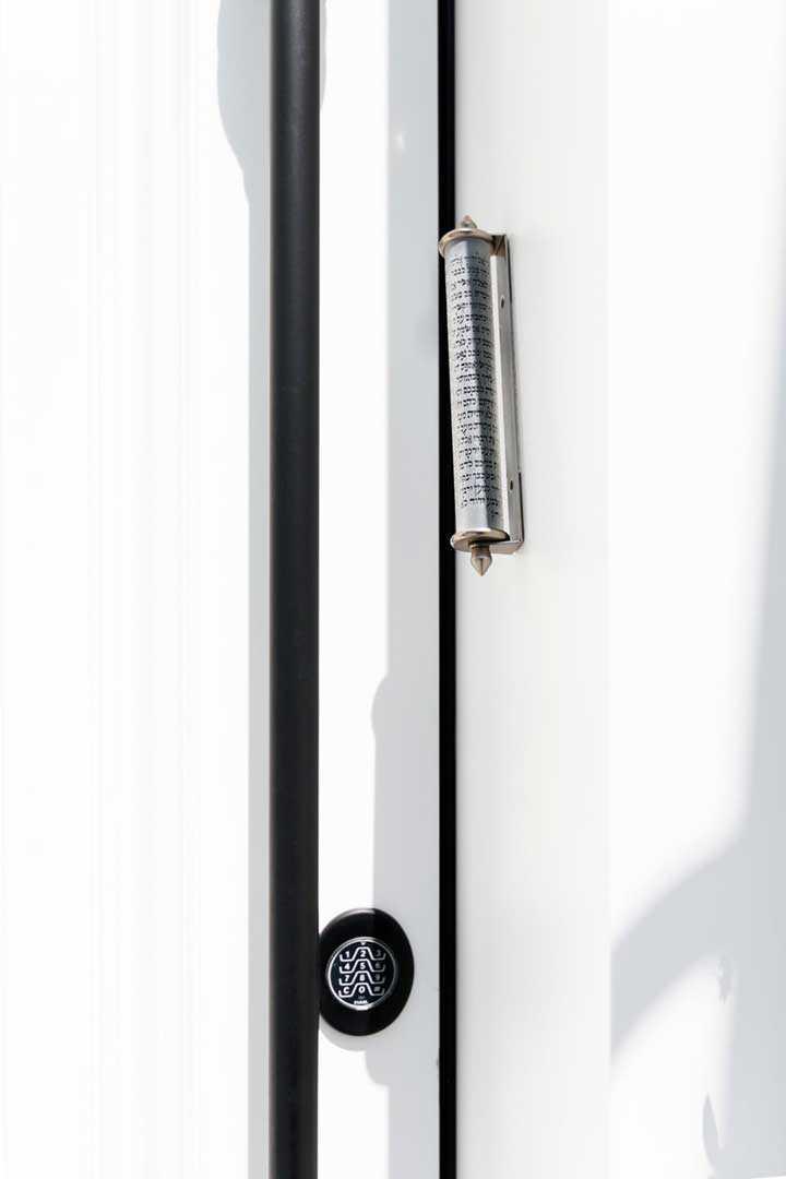 דלתות גבוהות של אפרטו